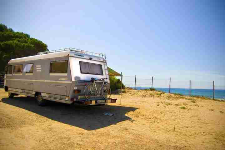 normativa y ley para autocaravanas y caravanas temporada