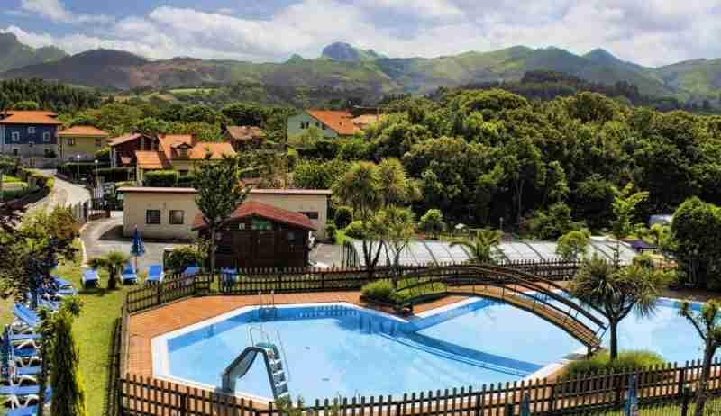 Camping que admiten perros y otras mascotas en asturias for Camping en llanes con piscina