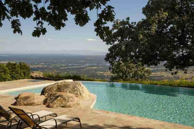 Hoteles que aceptan perros en bilbao la rioja asturias y for Hoteles en bilbao con piscina