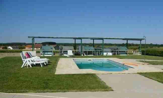 areas de autocaravanas con piscina