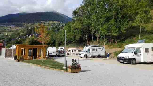 área de autocaravanas en los pirineos