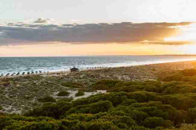 Estacionar y dormir en la playa de punta umbría en autocaravana