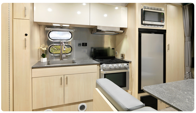 cocina de Flying cloud de Airstream caravana de lujo