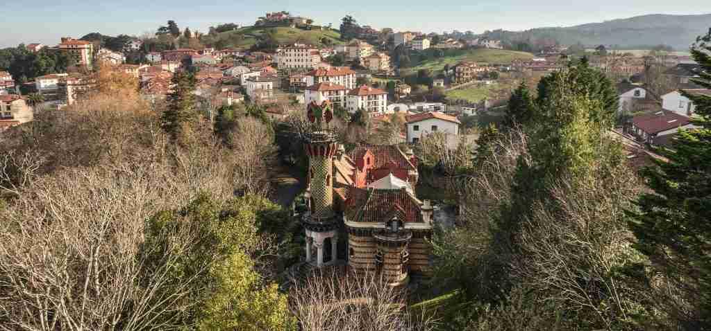 El capricho de Gaudí en Comillas, Cantabria | Seguros Vicente Velasco Fuente de la imagen www.elcaprichodegaudi.com