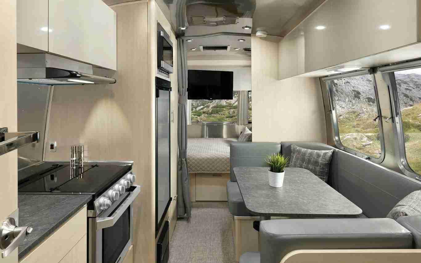caravana de lujo para viajes seguros
