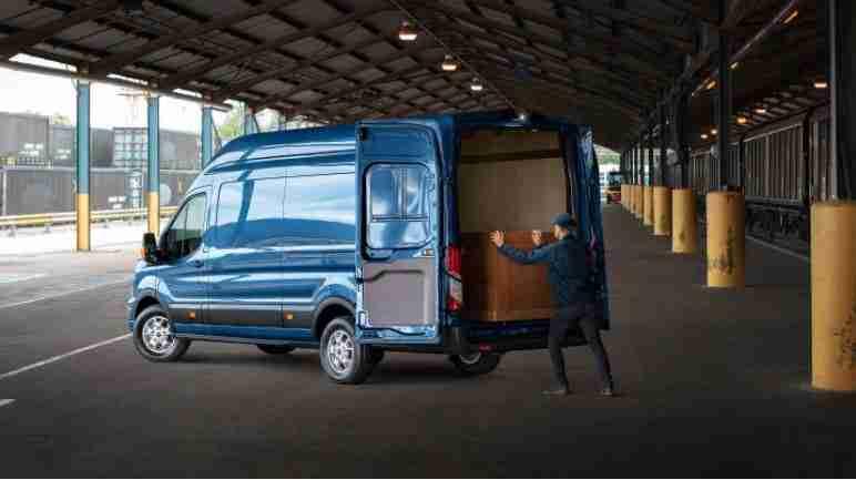 Ford Transit de Ford diseño potente y carga trasera amplia