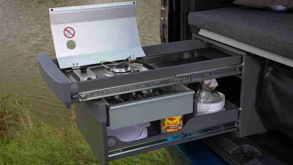 cocina sobre railes de la nueva caddy california de volkswagen