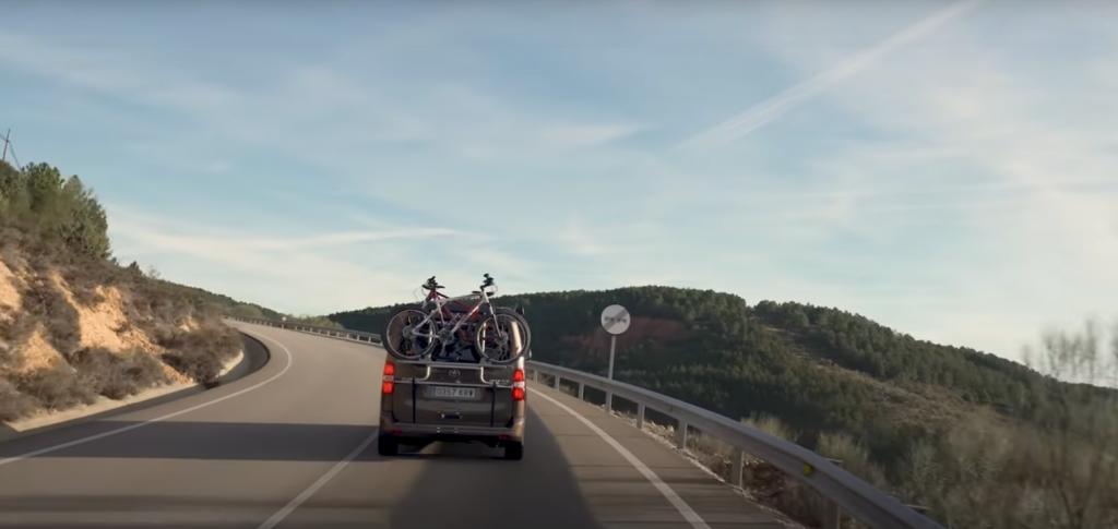 camper de Toyota Proace Verso con portabicis