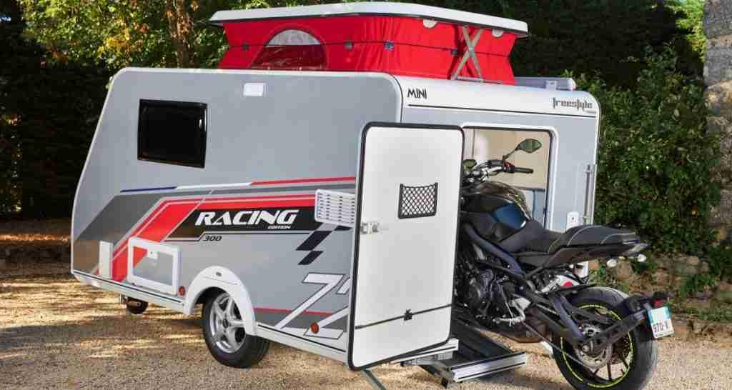 FreeStyle Racing 300 te permite llevar tu moto de acampada