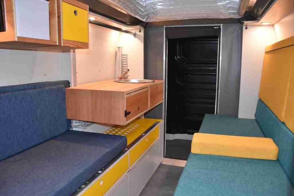 plugvan se adapta a tu furgo y te ofrece un espacio habitable para tus vacaciones
