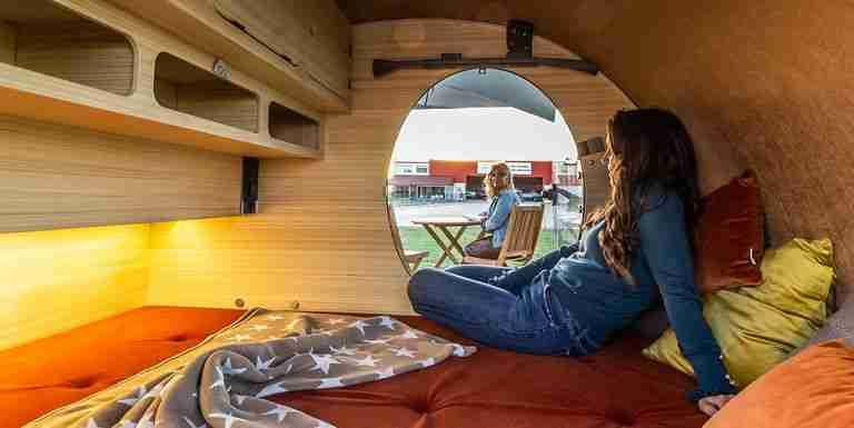 Espacio para dormir dos personas amplio, colchón incluído. Versión COCOON SE