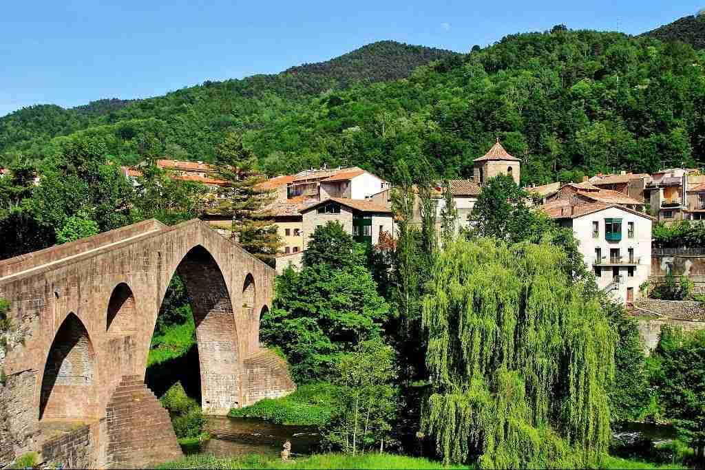 sant-joan-de-les-abadesses turismo pirineos gerona